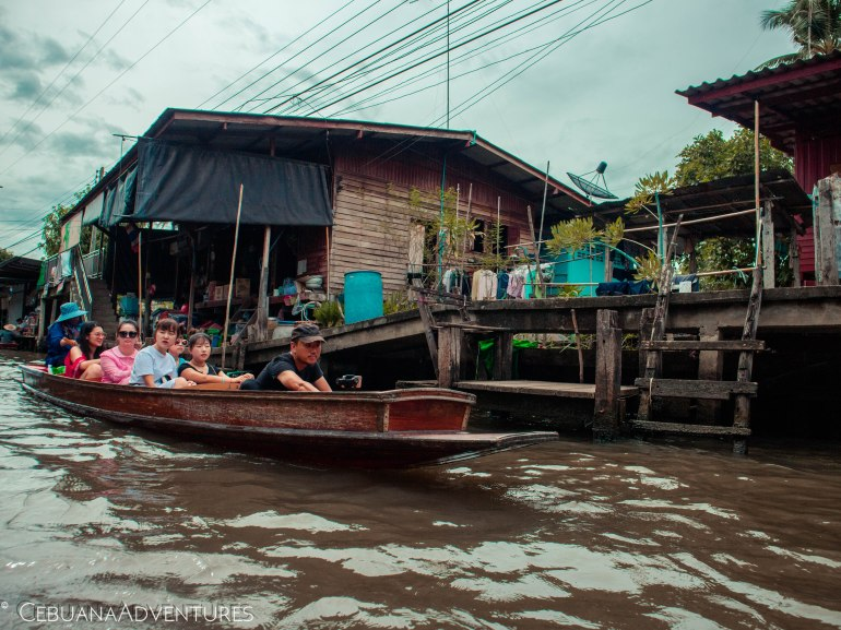 Tourists-Thailand-Floating-Market
