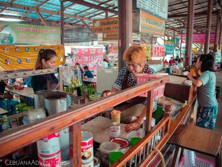 Thai-Tea-Floating-Market