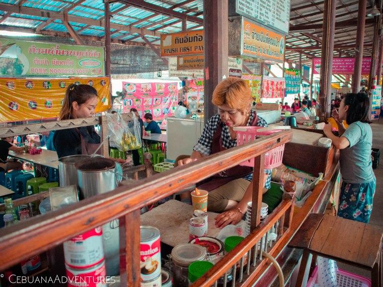 Thai-Tea-Floating-Market
